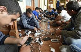 Migrants smartphones